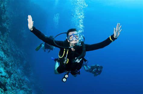 underwater dive scuba diving diver sea underwater wallpaper