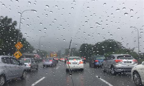 Karpet Lumpur Toyota Calya tips perawatan mobil di musim hujan dealer toyota sunter