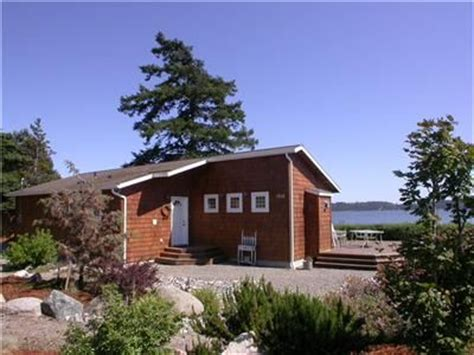 whidbey island waterfront beach house cabins for rent in clinton sandpiper haven fabulous waterfront homeaway oak harbor