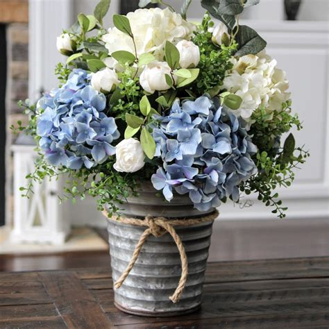 Hydrangea Wedding Flowers by Stunning Blue And White Hydrangea Centerpiece