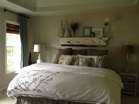 No Headboard Bed Master Bedroom W No Headboard Or Footboard Just A Chunky Shelf Above Bed Bedroooom