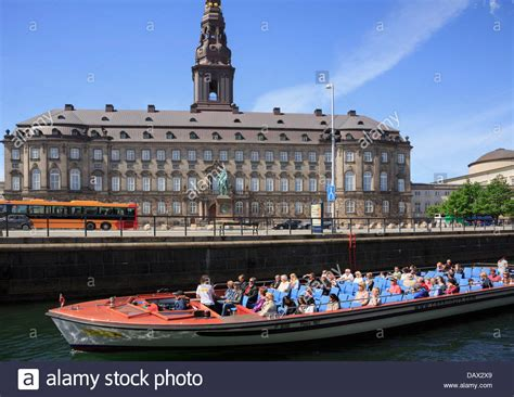 boat city tourists canal boat city sightseeing tour passing