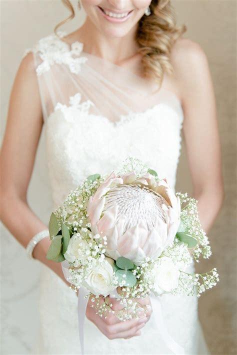 witte protea bloemen 25 beste idee 235 n over witte bruiloft boeketten op