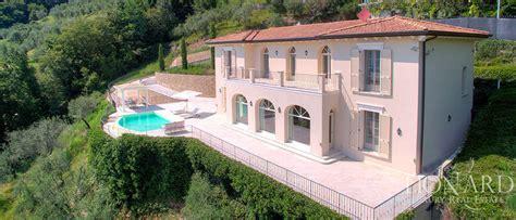 in vendita provincia di bergamo moderna villa in vendita sul lago d iseo lionard