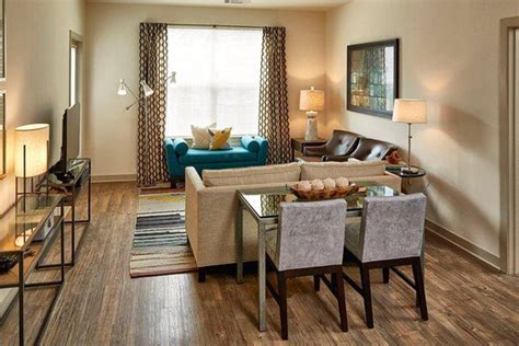 apartment rentals  cost     couch real