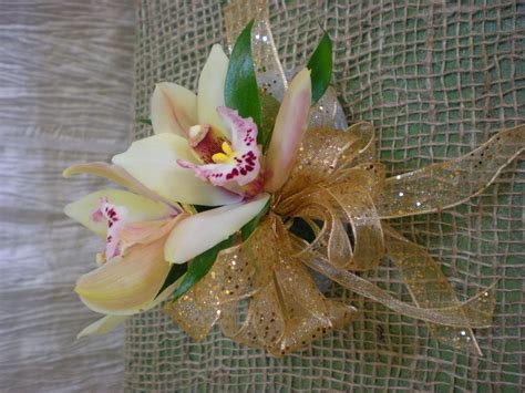 corsage colors what color corsage for burgundy dress wedding ideas