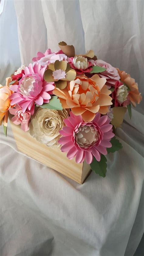 caja de madera de centro de mesa flores de papel papel rosa flores de papel caja