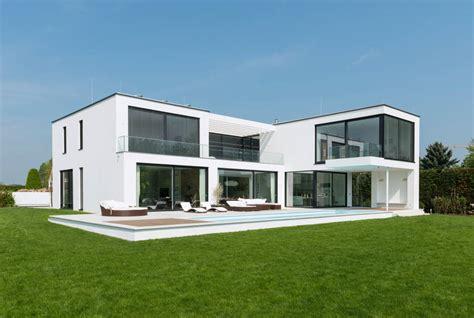 moderne villa moderne villa mit verr 252 cktem balkon
