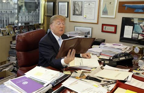 trump s desk what trump s messy desk says about him attn