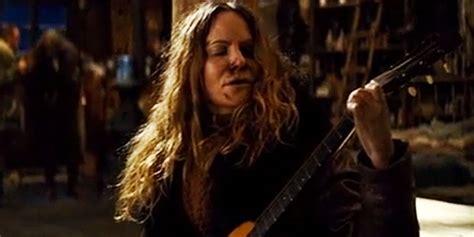 jennifer jason leigh hateful 8 guitar in quot the hateful eight quot hanno rotto per errore una preziosa