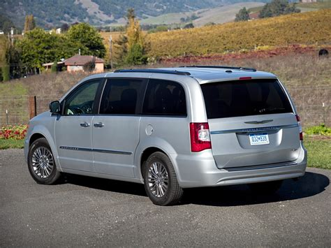Chrysler Town And Country 2013 by 2013 Chrysler Town And Country Price Photos Reviews