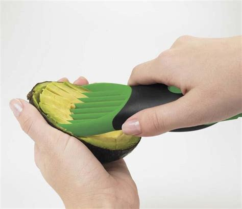 Pemotong Alpukat Easy 3 In 1 Avocado Slicer Green T1310 easy 3 in 1 avocado slicer pemotong alpukat green