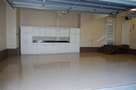 tan garage floor with earthtone flakes and black metallic countertop witcraft painting