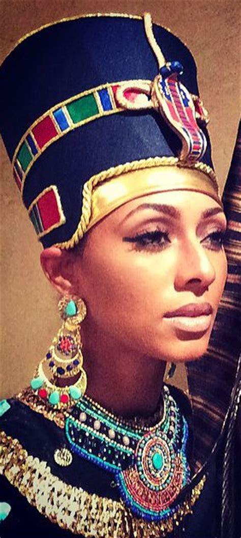 Lipstik Nefertiti statue of q u e e n nefertiti s lower and girrrlll