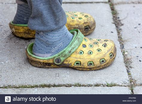 garten crocs crocs stockfotos crocs bilder alamy