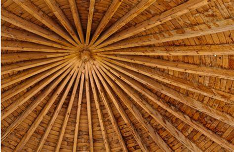 soffitto con travi trasformare le travi in legno soffitto con l uso
