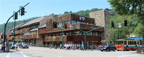 Cabin Shopping Center Restaurants by Gatlinburg And Pigeon Forge Shopping Our Favorite Spots
