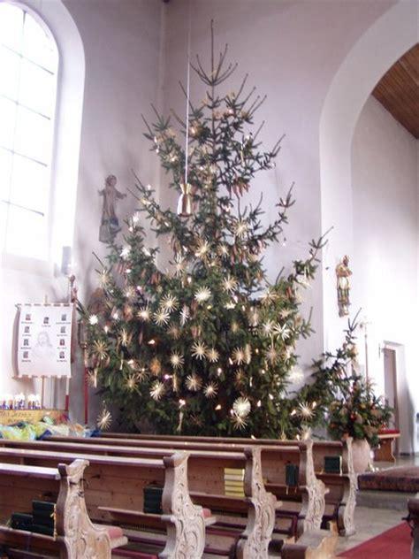 wie kommt der weihnachtsbaum in die kirche bliensbach