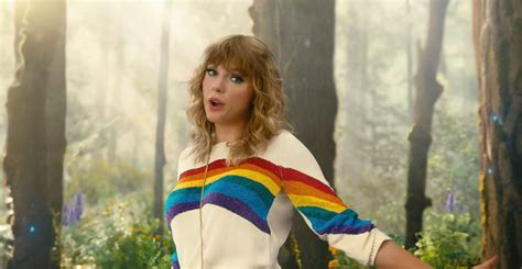 taylor swift cat top taylor swift rides a unicorn cat to promote taylor swift