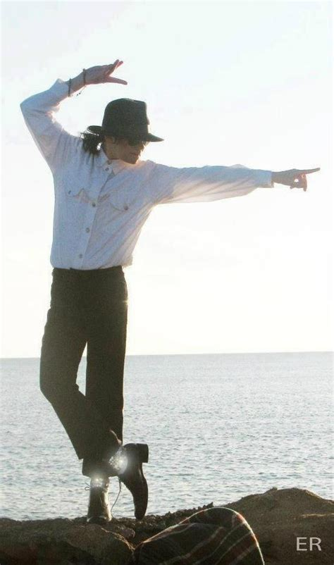 Pics Of Michael Jackson Posing With Half by Iconic Pose Michael Jackson Michael O