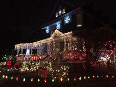 christmas lights that shine on house hinsdale tree lighting lighting ideas