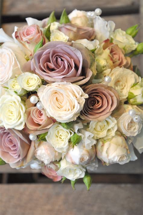 wedding flower arrangements roses gorgeous vintage wedding flowers