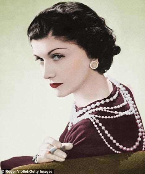 coco chanel easy biography coco chanel biography claims she used drugs had lesbian