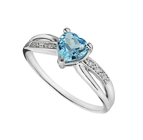 9ct white gold shaped blue topaz and ring
