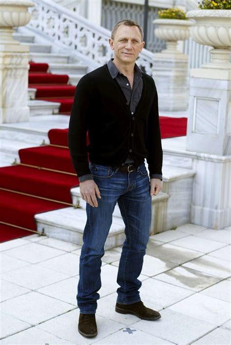 Daniel Craig Wardrobe by Daniel Craig In Ag Adriano Goldschmied Denim Therapy Daniel Craig Wearing Sweaters