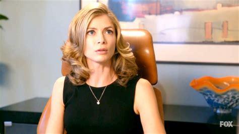 direct tv commercial actress shower gillian vigman photos photos new girl season 1 episode