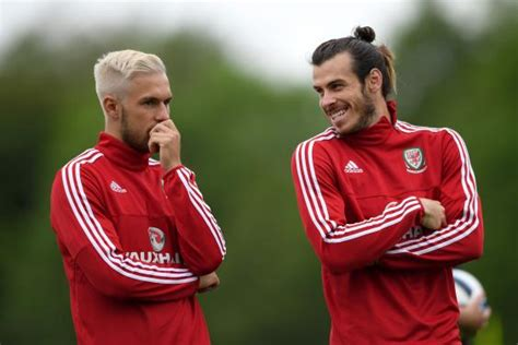 aaron ramsey bleaches hair for wales euro 2016 caign manchester united s marouane fellaini dyes hair dirty