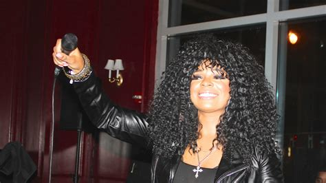syleena johnsons new bob hair style syleena johnson slays the stage with new music and new hot
