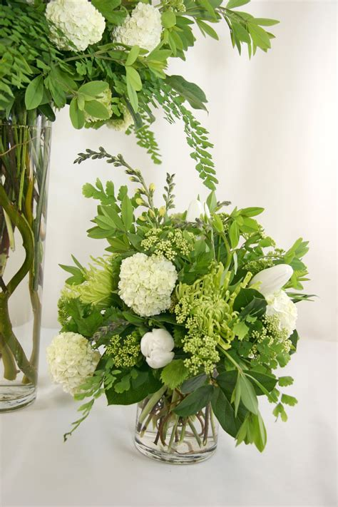 Simple Vase Centerpieces Events Low Rf0553 Low Natural Green And White Centerpiece