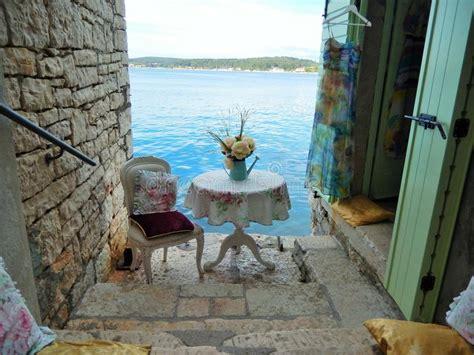 cuscini romantici scale di pietra cuscini romantici e sedia rovigno