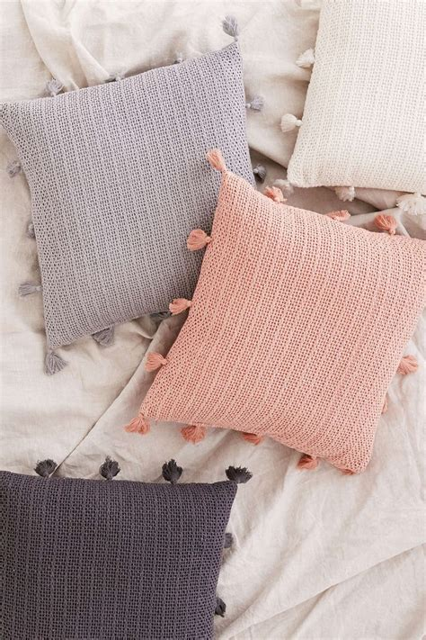 throw pillows for bed decorating 25 best ideas about decorative bed pillows on pinterest