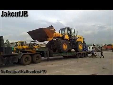 Alat Berat Wheel Loader heavy equipment alat berat unloading komatsu wa500
