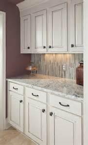 Small Kitchen Cupboards Designs Kleine K 252 Che Ideen Mit Wei 223 En Eis Granit Arbeitsplatte Wei 223 E K 252 Che Schr 228 Nke Kunstop De