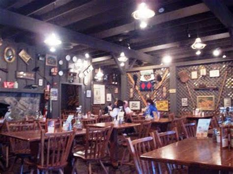 cracker barrel dining tables a brit in tennessee september 2009