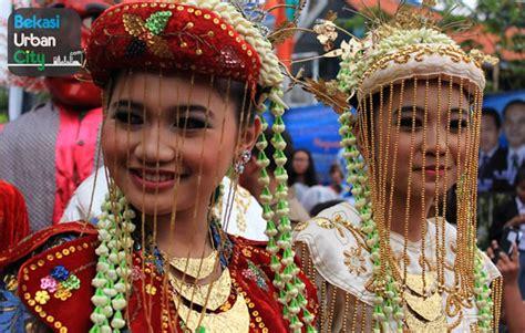 Foto Baju Pernikahan Adat Betawi 5 pakaian adat betawi nama gambar dan penjelasannya adat tradisional