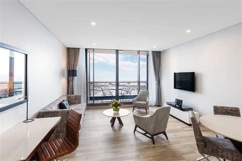 2 bedroom accommodation brisbane 2 bedroom ocean suite southport meriton suites
