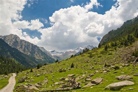 aig estortes estany de sant maurici national park pyrenees spain 1 25 000 trekking map alpina books places to visit in spain places to visit in the world