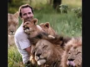 white lion film youtube kevin richardson lion whisperer tribute youtube