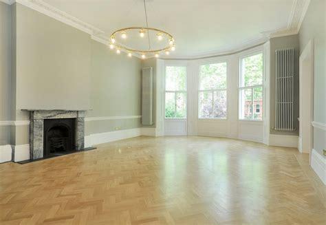 No Window Living Room Design дизайн проект светлый интерьер квартиры с ярким декором