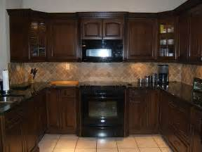 light colored tile backsplash ideas with cabinets