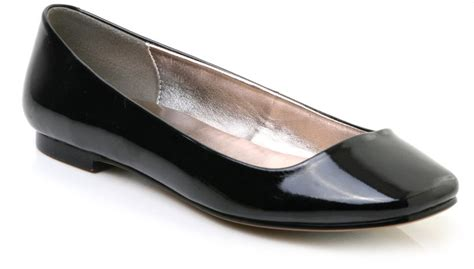 kate moss flat shoes kate moss and chung in black flat shoes popsugar