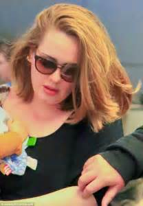 photos of short hair for someone in their sixes adele arrives in la without boyfriend simon konecki but