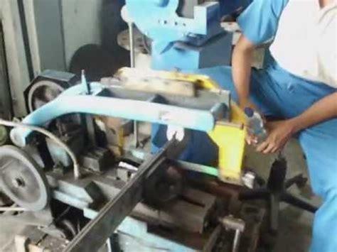 Mesin Gergaji saw metal machine atau menggunakan gergaji mesin avi