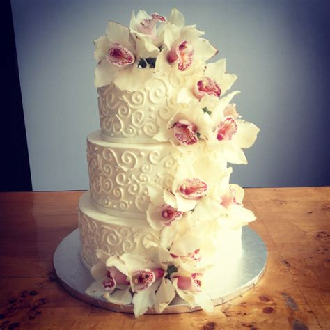 Flowers On Wedding Cakes by A Simple Cake Fresh Flowers For Your Wedding Cake