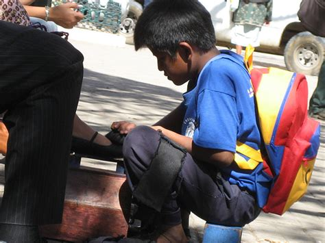 imagenes de niños que trabajan en la calle ni 241 os trabajando apuntes de pol 237 tica internacional