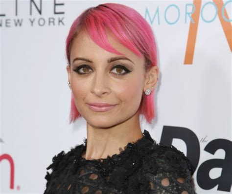 pinks new haircut 2015 nicole richie goes bold with a pink hair makeover look